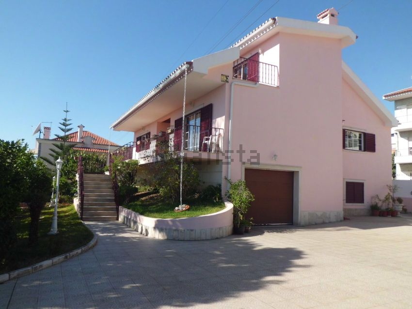 Detached House For Sale In Pontinha E Famoes Odivelas