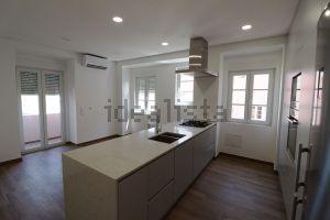 Apartamento na avenida Almirante Reis, 244