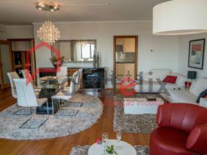 Apartamento em Marechal Gomes da Costa - Serralves