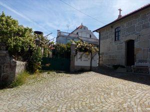 Casa de aldeia na avenida São Martinho, 11