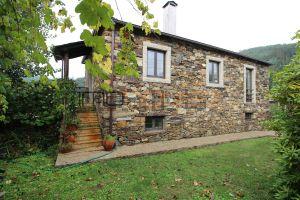 Casa de aldeia em Canelas e Espiunca